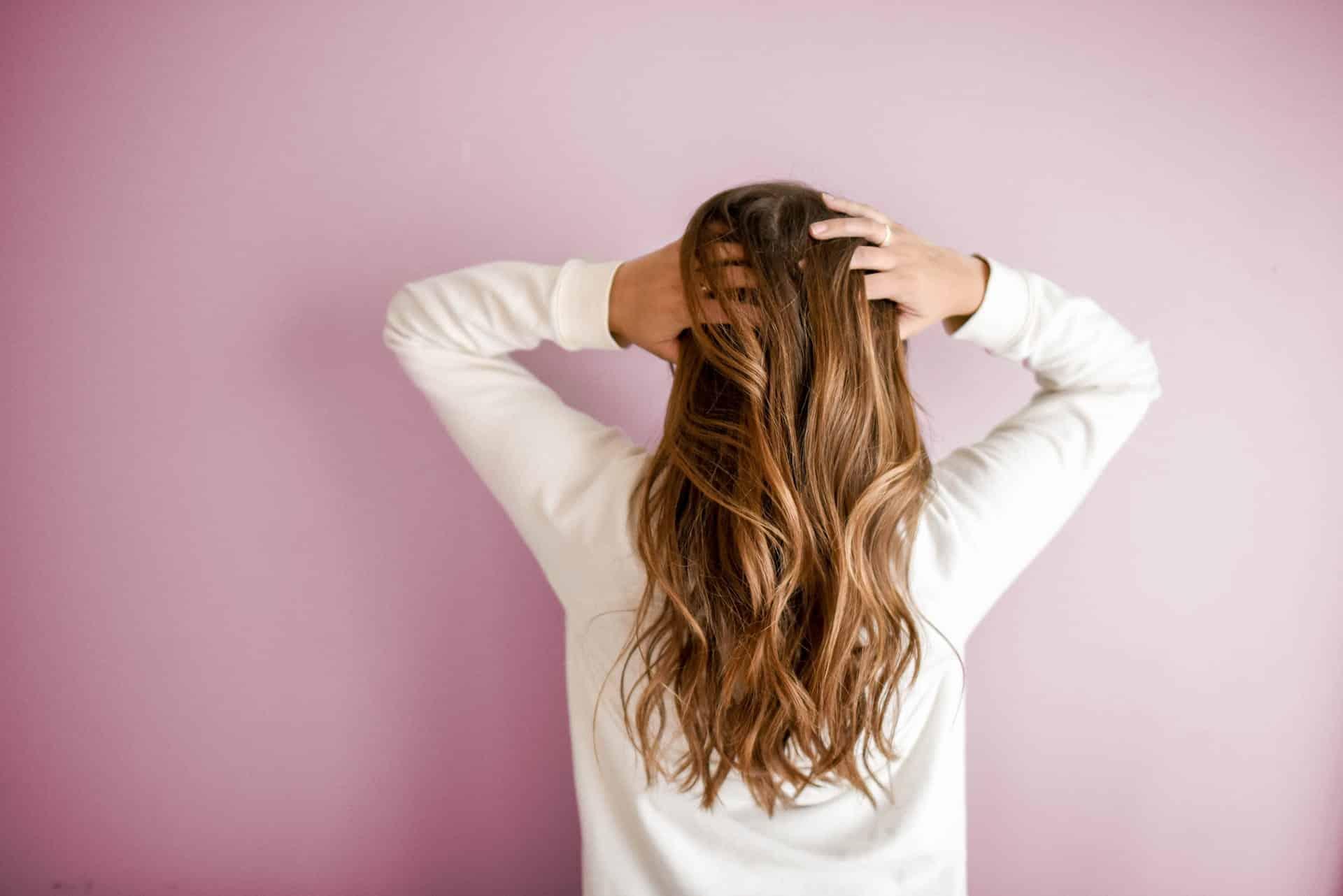 Pourquoi rincer ses cheveux avec du vinaigre?